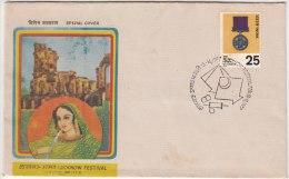 Hookah Smoking, Flavored Tobacco Shisha , Women, Royal, Postmak Kite Flying, Game, Lucknow Festival, India Cover 1977 - Giochi