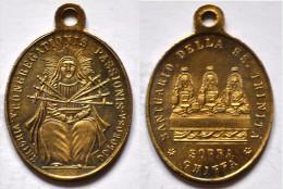 MED 98 - ANTICA MEDAGLIA  - SANTUARIO DELLA SS. TRINITA SOPRA GHIFFA / CONGREGAZIONE DELLA PASSIONE - DIAMETRO Mm. 18x22 - Religión & Esoterismo