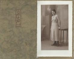 39Or    Grande Photo D´art Femme Dans Sa Pochette De Protection Photographe Rosa à Toulon - Anonieme Personen