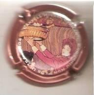 ECDR00776 PLACA DE CAVA CODORNIU DE UNA CHICA  (CAPSULE) NON PLUS ULTRA 2004 - Placas De Cava