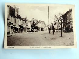 Carte Postale Ancienne : LA PACAUDIERE : Route De Paris , Animé Publicité Byrrh - France