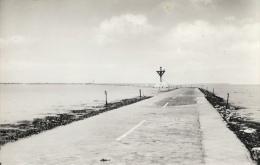 Ile De Noirmoutier - Le Passage Du Gois Reliant L´Ile Au Continent En 1956 - Altri Comuni