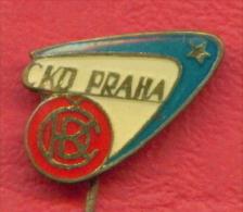 F2288 / CKD PRAHA - Ceskomoravska Kolben-Danek  TRAM CAR Company  - Czechoslovakia Tchecoslovaquie - Badge Pin - Trasporti