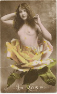 Carte Photo Surrealisme Montage Photo Femme Nue Dans Rose M. Boulanger 120 - Nus Adultes (< 1960)