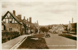 15th Century Cottages, Broadway, Worcestershire Postcard Valentine's RP - Worcestershire