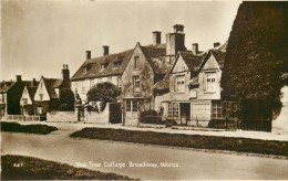 Yew Tree Cottage, Broadway, Worcestershire Postcard Teesee Series RP - Worcestershire