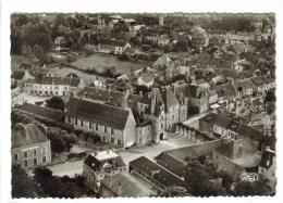 CPSM AUBIGNY SUR NERE (Cher) - Vue Aérienne : La Mairie Ancien Chateau Des Stuart - Aubigny Sur Nere