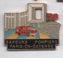 Beau Pin´s , Sapeurs Pompiers Paris La Défense , Arche , Camion Renault - Firemen