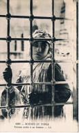 Scenes Et Types  6290  Femme Arabe à Sa Fenetre LL - Cartes Postales