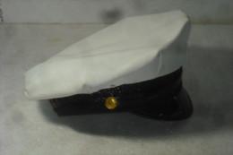 Casquette Américaine Blanche  Police Pompier Bon état Provenant Dépot - Headpieces, Headdresses
