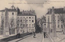 71 CHALON Sur SAONE  Du Monde Sur Le PONT St LAURENT Maisons Rue Du PONT - Chalon Sur Saone