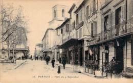 84 - Pertuis - Place Du 4 Septembre (pharmacie, Tabacs, Hotel) - Pertuis