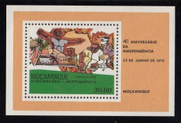 Mozambique MNH Scott #641A Imperf Souvenir Sheet 30e Building Up The Country - 4th Ann Independence - Mozambique