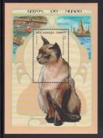 Mozambique MNH Scott #1348 Souvenir Sheet 25000m Siamese Cat - Mozambique