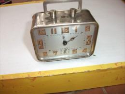 Ancien  Reveil De Fabrique Francaise, Mi 20eme - Alarm Clocks