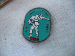 Pin´s Du Club De Judo à La MJC De La Ville De BARR (Dépt 67) - Judo