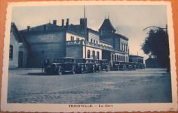 CPA Noir Et Blanc Thionville La Gare - Thionville