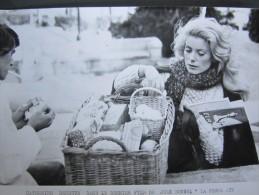 Photo Photographie Catherine Deneuve Dans Le Dernier Film De Jean Bunuel La Femme Aux Bottes Rouges AFP Photo 1974 - Célébrités