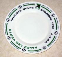 Assiette Saint Etienne 1976 Finaliste Coupe D´Europe  Allez Les Verts FOOT FOOTBALL ROCHETEAU .. ASSE - Habillement, Souvenirs & Autres
