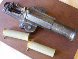 TRES ANCIEN CANON PIEGE à TAUPES à BROCHE Calibre 16 En Trés Bon état - Sammlerwaffen