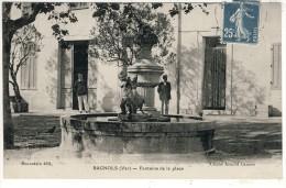 83- BAGNOLS-EN-FORET- FONTAINE  DE  LA  PLACE  N2240 - Autres Communes