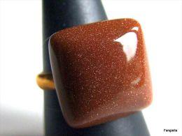 Bague En Goldstone Ou Goldsand Marron Sur Anneau Réglable Doré   Très Joli Cabochon En Verre Pailleté De Cuivre Souvent - Anelli