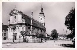 BRUCK An Der Leitha Kirche Kirchenplatz Brunnen Fahrradfahrer Fotokarte 1935? Verlag Deutscher Schulverein Südmark - Bruck An Der Leitha
