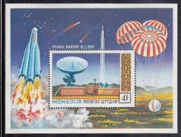 Mongolia MNH Scott #610 Souvenir Sheet 4t Radar Ground Tracking Station - Space Exploration - Mongolie