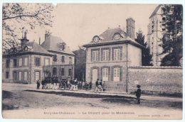 Evry Les Châteaux Départ Pour La Manoeuvre - Other Municipalities