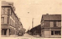 29 - LANDERNEAU - Rue De La Tour D'Auvergne - Débit De Tabac - Salon Moderne - Vieille Voiture - Landerneau