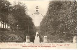 Pouilly-en-Auxois - Une Des Tranchées Du Bief - Un Remorqueur électrique Avant Son Entrée Sous Le Tunnel - France