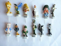 SERIE COMPLETE DE 12 FEVES PIQUES TOONS Taille moyenne 40 � 55 mm