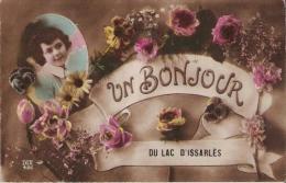 UN BONJOUR DU LAC D´ISSARLES 486 (CARTE FANTAISIE JEUNE FEMME ET FLEURS) 1918 - France