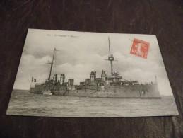 """A114..CPA...Bateau..MILITARIA..Le Croiseur..""""DESAIX""""....rare Beau Plan Animé..écrite & Voyagée - Warships"""