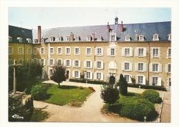 Cp, 86, La Puye, Maison Mère Des Filles De La Croix De St-André, La Cour D'Honneur - France