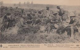 MILITAIRE GUERRE 14 - 18 THE WAR OFFICIERS ANGLAIS QUESTIONNANT DES PRISONNIERS TURCS - Guerre 1914-18