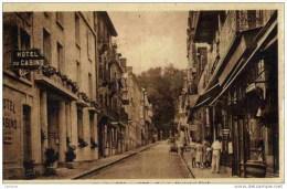 "CPA Calvados- Villers Sur Mer ""Rue Du Marechal Foch-animée - Villers Sur Mer"