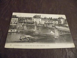 A113..CPA...BATEAU..PENICHE..COMPIEGNE..Vue Du Pont Vers La Rue Solférino....rare Beau Plan Animé..non Ecrite - Embarcaciones