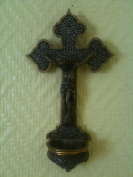 Crucifix Bénitier Orthodoxe Ou D'Orient…? En Laiton Ou En Bronze, Belle Patine Argentée. - Godsdienst & Esoterisme