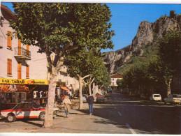 Guillaumes..animée..la Place..bar  Tabac..voitures - France