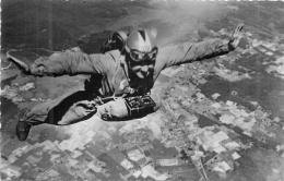 CENTRE NATIONAL DE PARACHUTISME DE BISCARROSSE - Paracaidismo