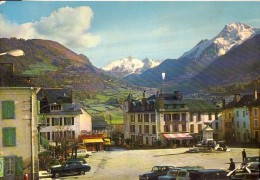 LARUNS: La Place Du Village - Laruns