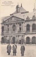 75 - PARIS - Hôtel Des Invalides . Cour D'Honneur , Statue De Napoléon. Edit. De La Société Des Amis Du Musée De L'Armée - France