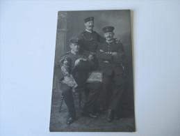 AK / Fotokarte 1. Weltkrieg Soldaten In Uniform Höherere Ränge Offiziere?? Puppe - Personajes