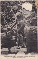 Nouvelles Hebrides - Indigene Tirant Un Poisson Avec Son Arc Shooting Fish Bow And Arrow - Vanuatu
