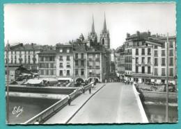 64 - BAYONNE Pont Sur La Nive Bazar Central ... - 2 Scans - écrite Non - état TB - édit Elcé - Bayonne