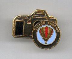 PINS PIN´S  MONTGOLFIERE PHOTO BALLON PASSION  APPAREIL PHOTO  EGF - Disney