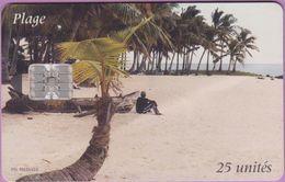 Télécarte Comores °°  25 Unités - Plage Adorée - Sc7 :: 00804455 Emboutis Blanc Gras Sur Cartouche Gris - Comoros