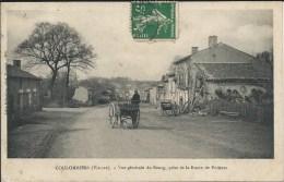 COULOMBIERS ( 86 - Vienne ) - Vue Générale Du Bourg Prise De La Route De Poitiers ( Rue Animée, Personnes, Attelage ...) - France