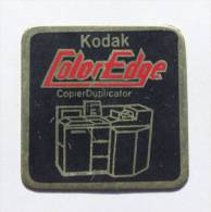 Pin's KODAK COLOR EDGE - CopierDuplicator - Le Copieur -  D605 - Photography